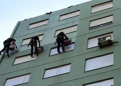Serviço de reparação e pintura de fachadas